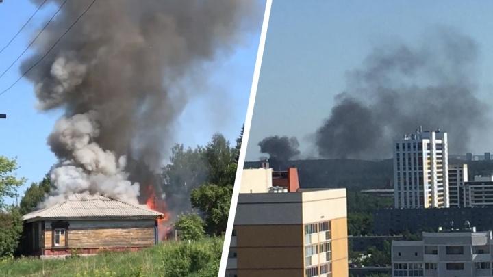 В Екатеринбурге двое парней спасли троих жителей пылающего дома. Видео