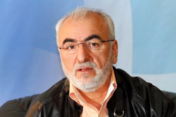 С января 2013 года у Саввиди есть гражданство Греции