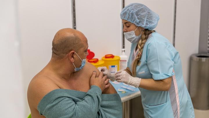 В России одобрены четыре вакцины от ковида. Чем они отличаются? Объясняем в одной картинке