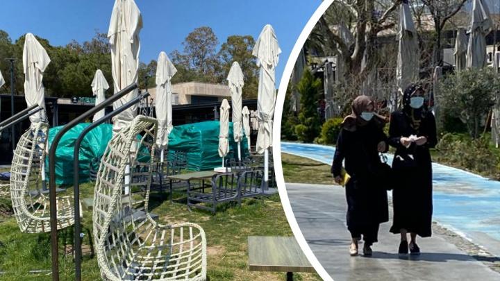 «В Анталье всё очень грустно»: туристы иместные жители рассказали, что сейчас происходит вТурции насамом деле