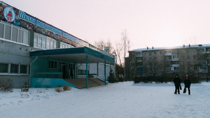 Омские школы готовятся к очередям из-за подачи заявлений в первый класс