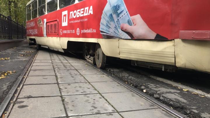 В эпичном заносе трамвая, который вспахал асфальт на Ленина, нашли виноватых
