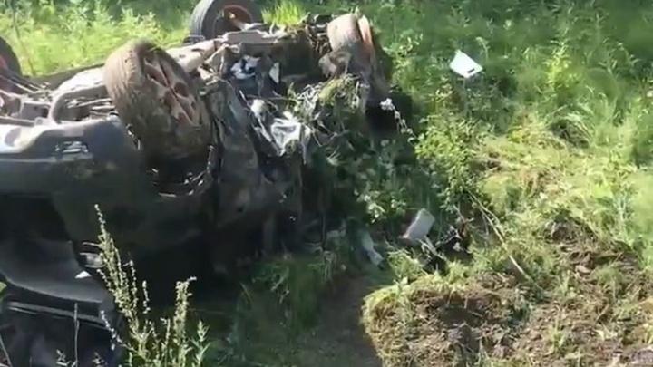 В Прикамье на трассе столкнулись две иномарки, водитель одной из них погиб