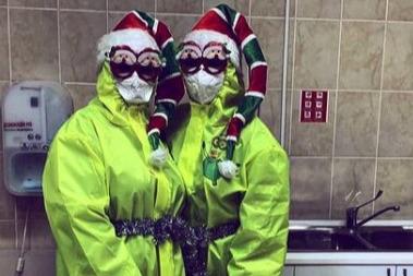 Врачи — Деды Морозы, очередь на горку и признания в любви: как челябинцы встретили Новый год