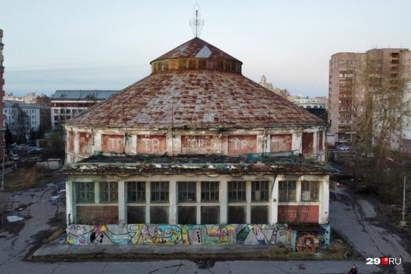 Это здание Архангельского цирка было построено в 1930 году