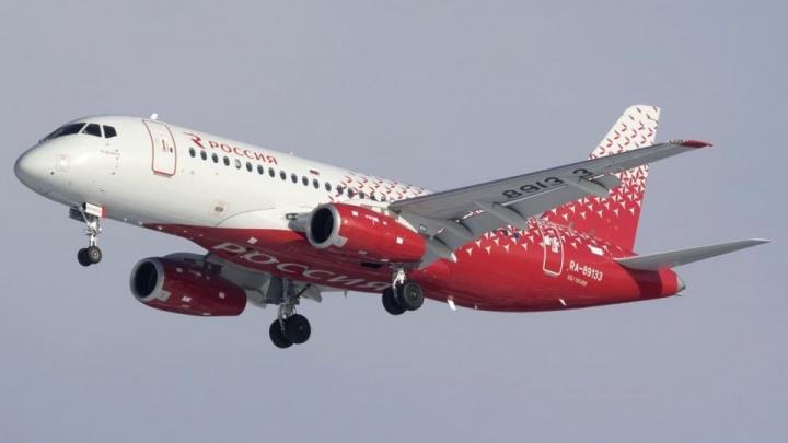 Самолет, вылетевший из Челябинска в Москву, вернулся и экстренно сел в аэропорту
