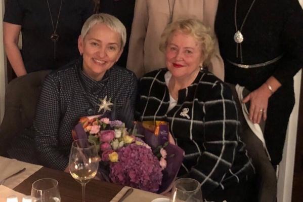 На фото Анастасия Крутень и Людмила Малкова на традиционной встрече в День гинеколога