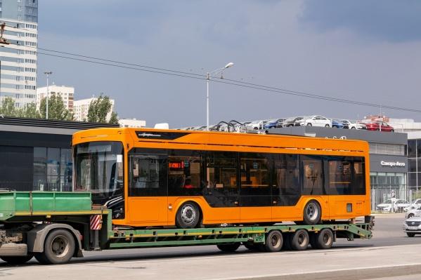 Троллейбус рассчитан на 100 пассажиров