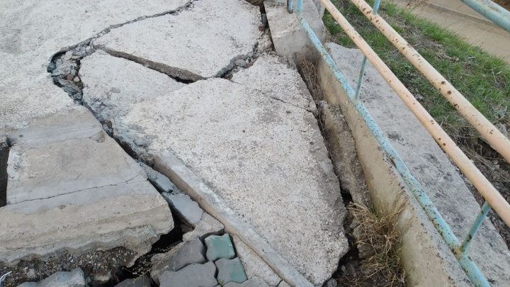 Подпорную стену на Киренского размывает проливными дождями