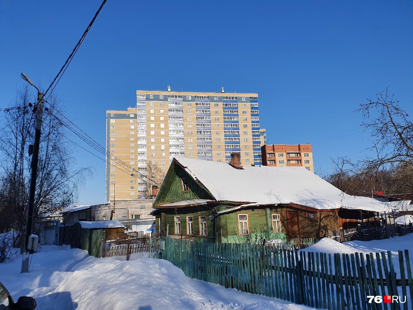 А вы бы выбрали старенький дом или новую квартиру?