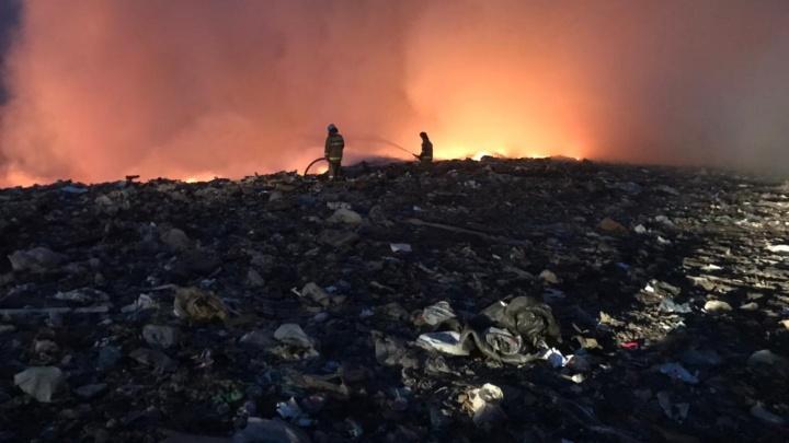 Под Уфой горит мусорный полигон