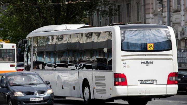 «На остановке стоим по два часа». На маршруте № 10 ростовчан возят только два автобуса из двенадцати