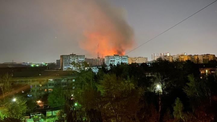 Зарево видно издалека: на Эльмаше вспыхнул крупный пожар