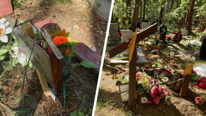 «Сломали несколько десятков крестов!»: вандалы осквернили крупное кладбище в Екатеринбурге