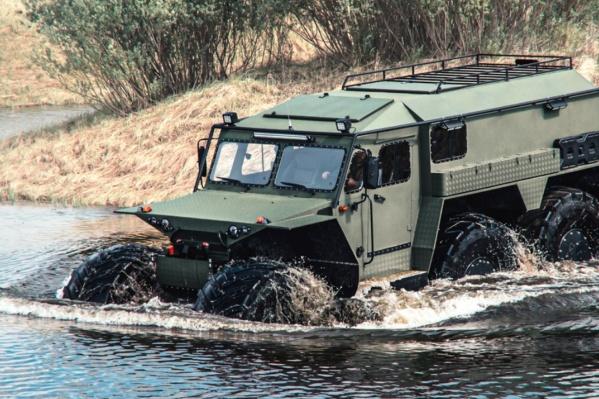 Шестиколесный вездеход-амфибия должен пробираться сквозь пересеченную местность и болота