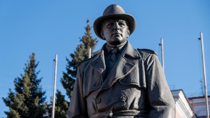 «Невидимый боец»: что челябинцы знают о герое памятника, установленного на Алом Поле