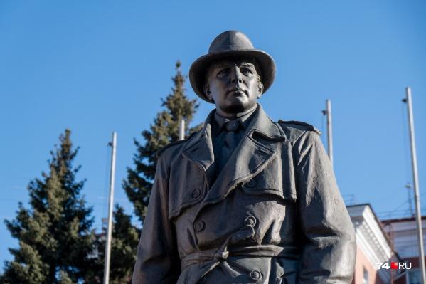 Неожиданное Знакомство Возле Памятника