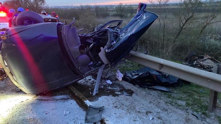 Водитель только что получил права: в Аксайском районе разбились три человека