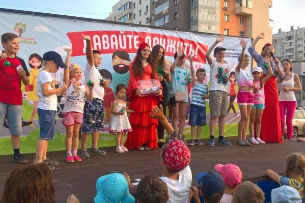 """Группа компаний «Тополинка» приглашает на праздник дружбы, который состоится в четверг, <nobr class=""""_"""">29 июля</nobr>, на аллее по ул. Академика Королева. Начало в 18:00"""