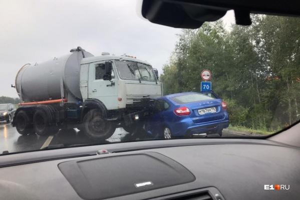 Сильнейший удар пришелся как раз по водительскому сиденью Lada Granta