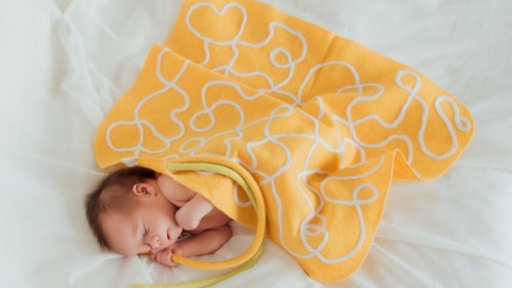 Жгутики на пледе — это пуповина мамы: северянки рассказали, как шьют одежду для недоношенных детей