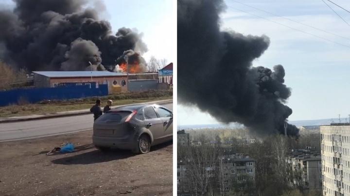 Пермяки заметили густой черный дым в районе улицы Васильева. Что горит?