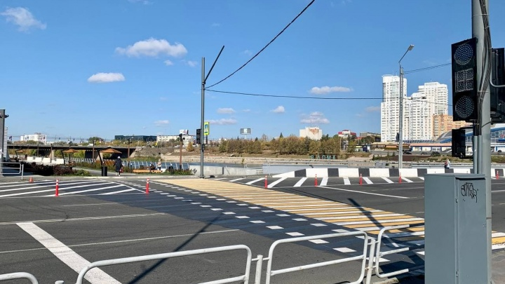 Светофор у набережной в Челябинске переведут на «осенний» режим работы