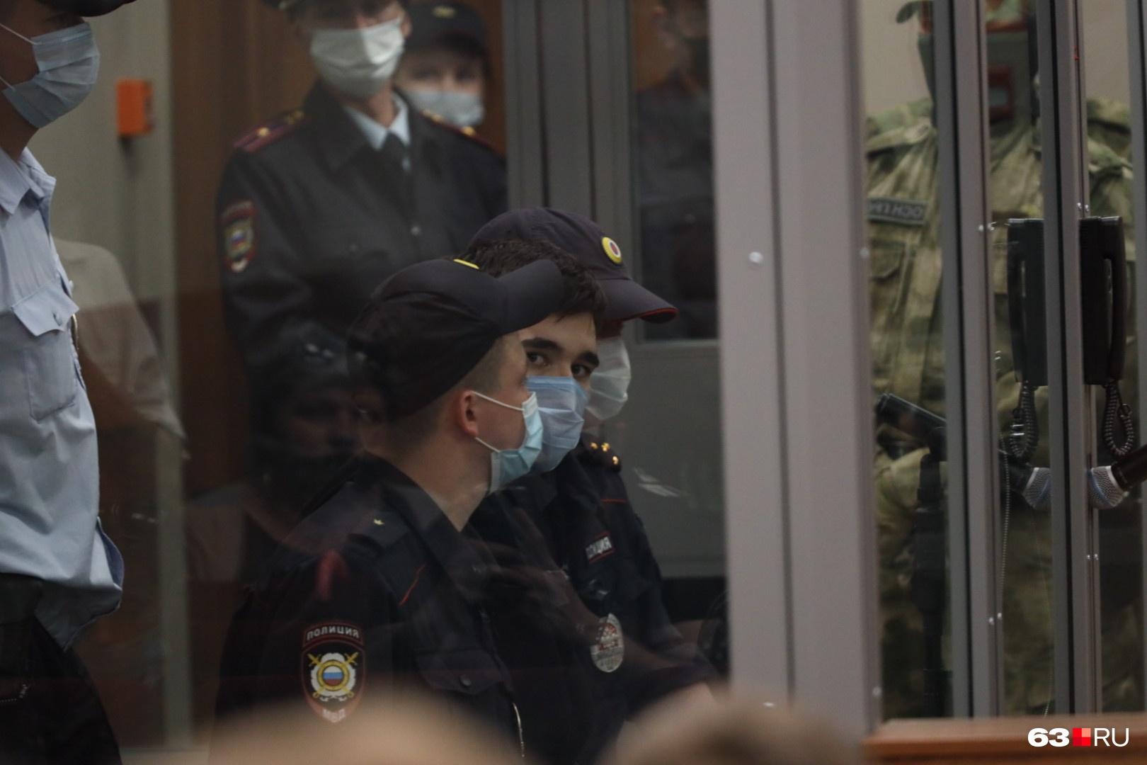 Задержанный после стрельбы в казанской школе Ильназ Галявиев на первом допросе заявил, что два месяца назад осознал себя богом