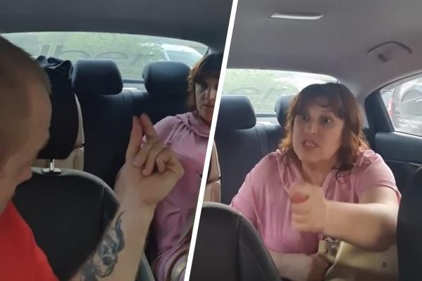 Судя по видео, которое снял таксист, женщина не заплатила, и поэтому он не выпускал ее из машины