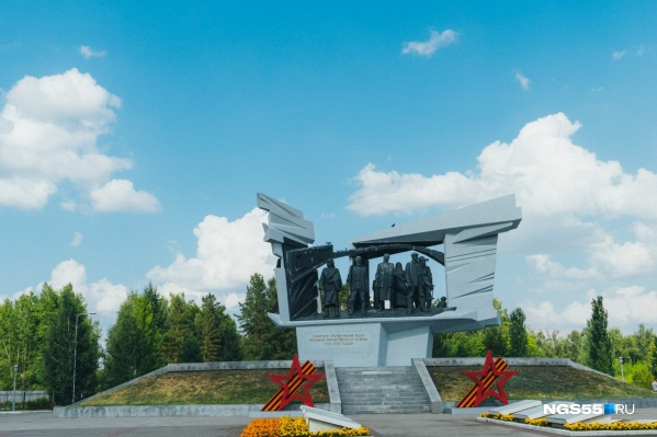 Власти планировали размещать новую стелу рядом с памятником труженикам тыла на улице Богдана Хмельницкого