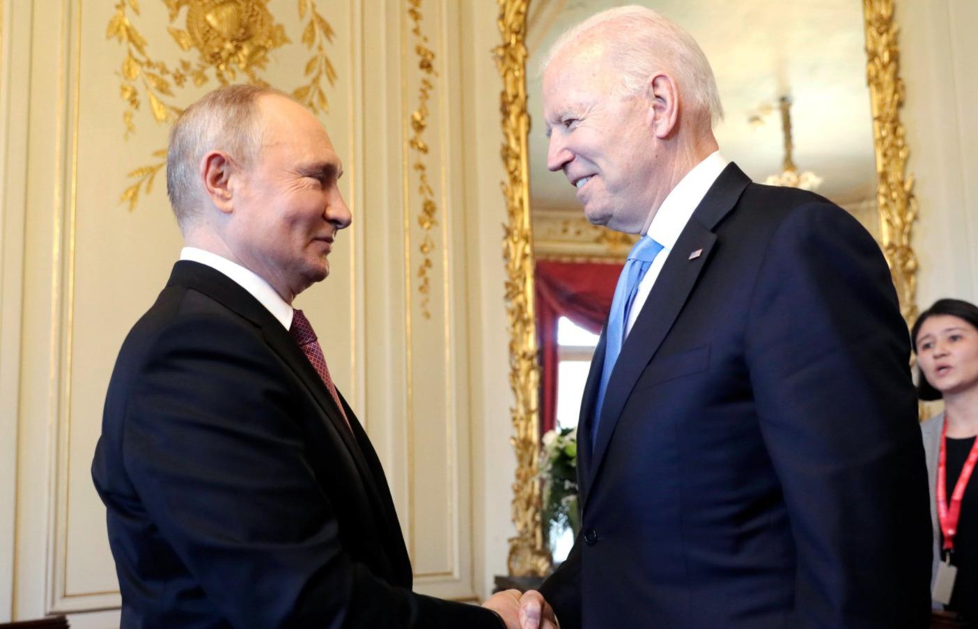 Владимир Путин с президентом США Джозефом Байденом (справа)
