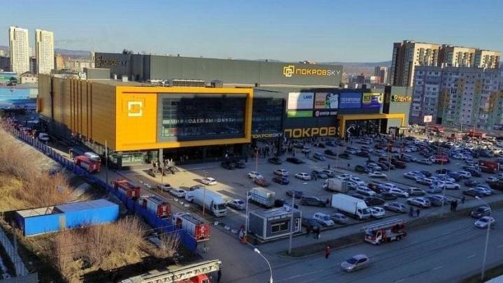 Из ТЦ ПокровSky эвакуировали сотни человек