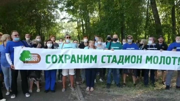 Защитников стадиона «Молот» задержали из-за записи видеообращения к Владимиру Путину