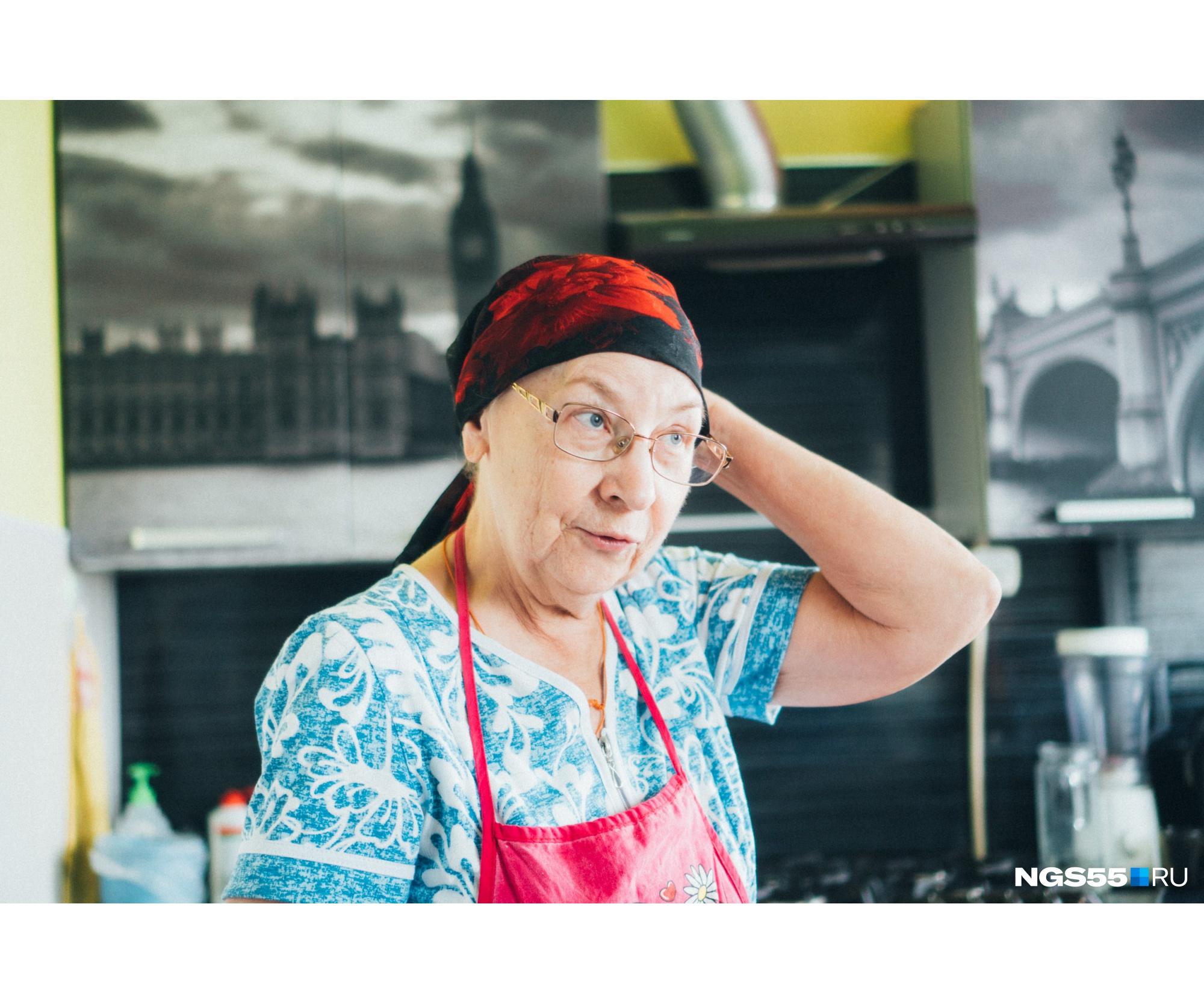 Бабушка Миры уверяет, что Анна без посторонних — совсем другой человек