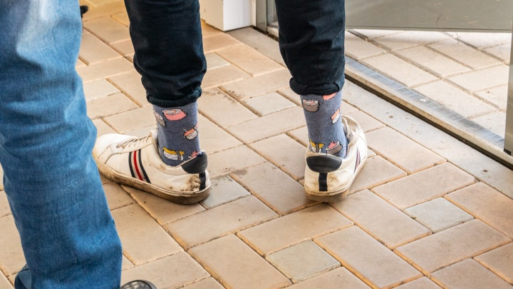 Каждая вторая своспалением— в коротких джинсах: врач рассказала о последствиях моды