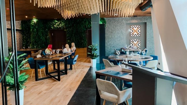 «Будет новая волна закрытий»: челябинские рестораторы — о возможном введении QR-кодов в заведениях