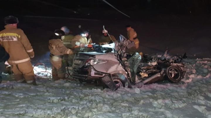 Иномарку расплющило: в ДТП в Самарской области погибли ребенок и двое взрослых
