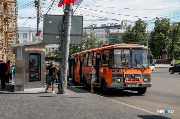 """Ситуация с транспортом усугубляется большим количеством <a href=""""https://www.nn.ru/text/transport/2021/05/30/69942098/"""" class=""""_"""" target=""""_blank"""">перекрытых дорог</a>"""