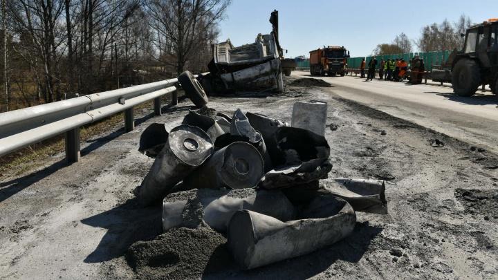 А чей был груз? Подробности аварии на Тюменском тракте, где горящие бочки устроили дорожный коллапс