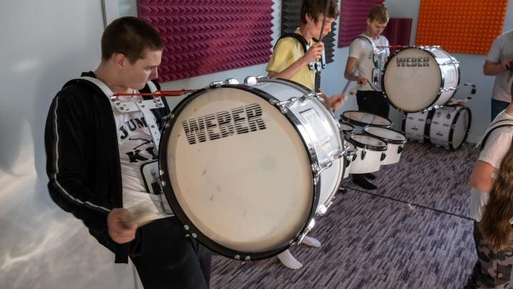 «Похоже на рейдерский захват»: как барабан рассорил родителей с образовательным центром «Чудо-Чадо»