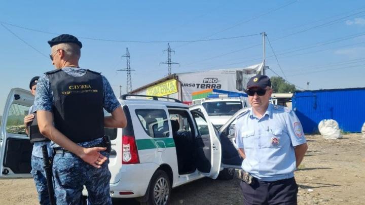 Предприниматели с рынков под Ростовом заставили силовиков убрать «китайскую стену из бетона»