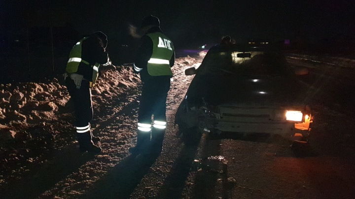 В Екатеринбурге ВАЗ насмерть сбил пешехода на темной дороге