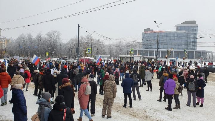 На акции сторонников Навального в Ярославле задержали двух человек. Первые фото и видео с места
