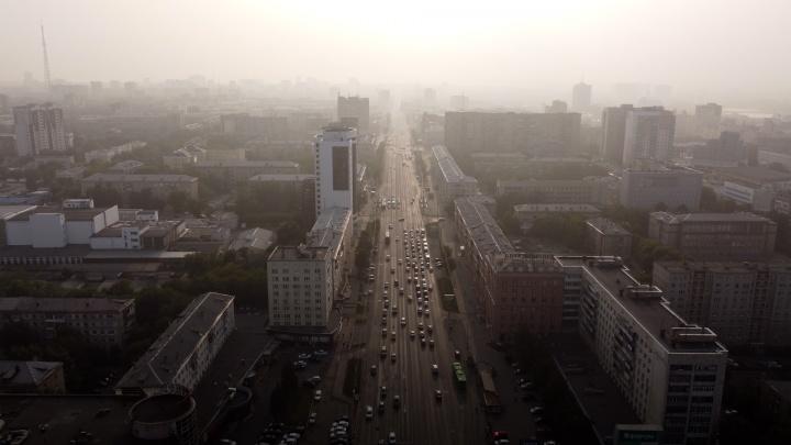 Мы сняли с высоты Челябинск, окутанный дымом якутских пожаров