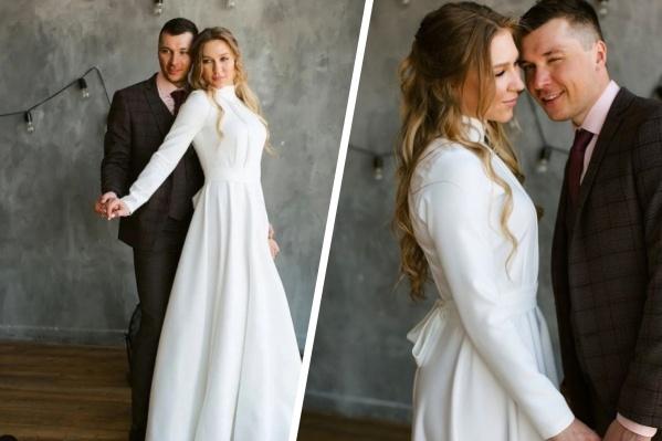 Новосибирская биатлонистка опубликовала в своемаккаунте в «Инстаграме» фотографии в свадебном платье