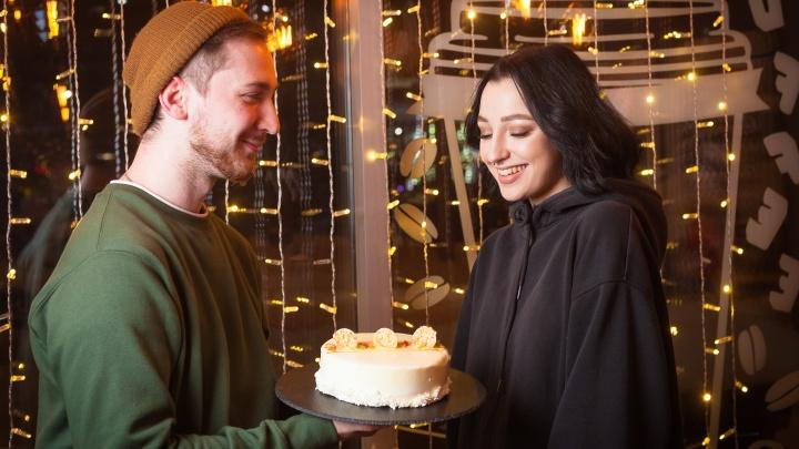 В кофейнях-кондитерских «Дудник» всем новосибирцам второй торт дают в подарок