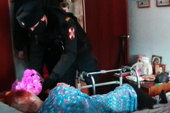 Сержанты навестили бабушку