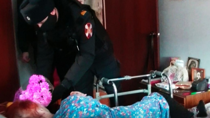 Лежала полчаса на снегу: вТутаеве росгвардейцы спасли бабушку отобморожения