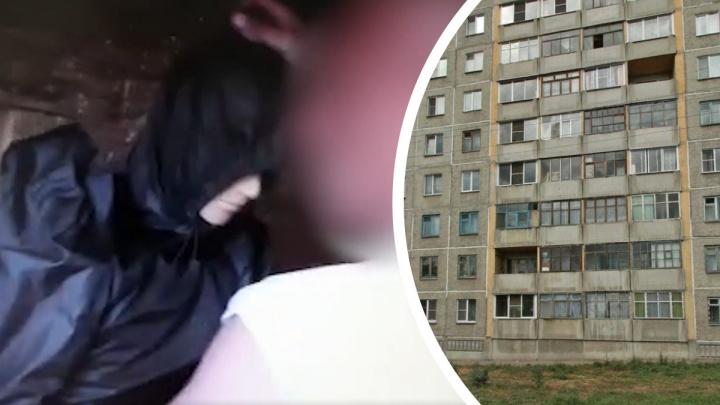 Новосибирец показал следователям, как пытался сбросить жену с 8-го этажа на ОбьГЭС