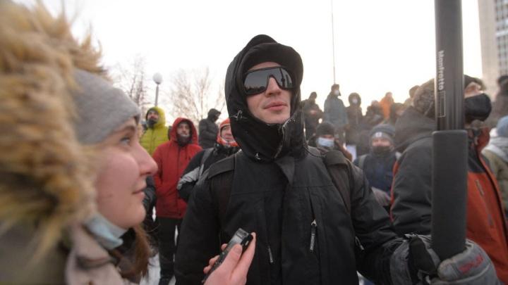 Уличный художник Тима Радя не пришел в суд на рассмотрение дела о его участии в митингах